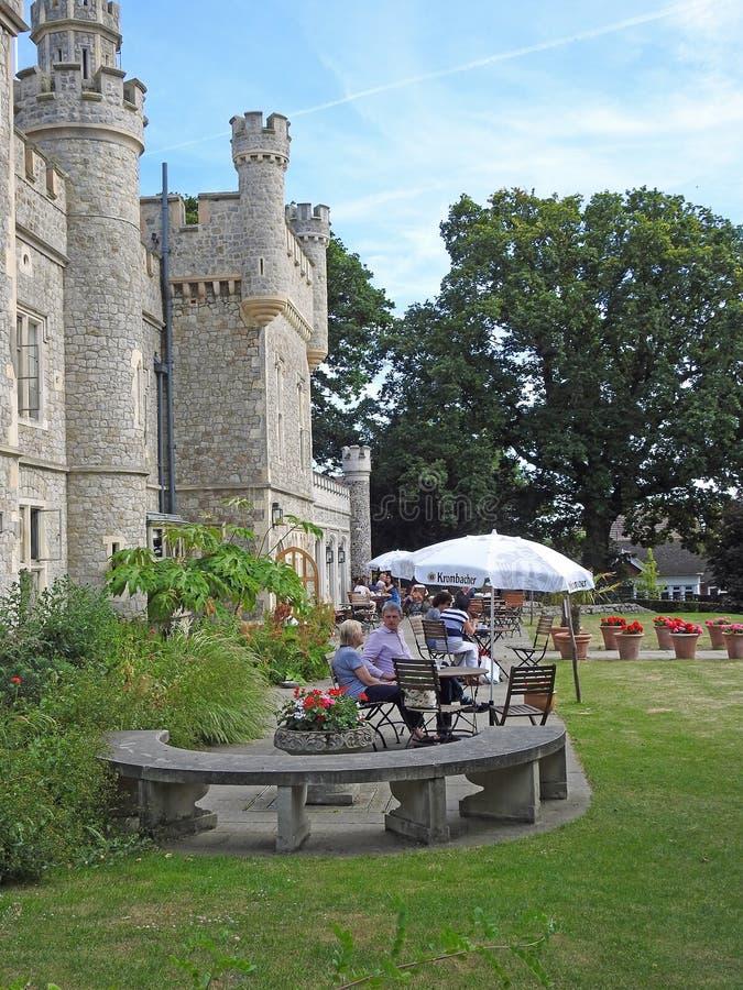 Kräm- teer för slotttorn under slags solskydd arkivfoto