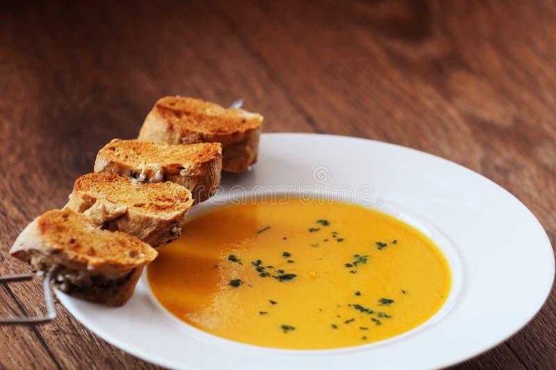 krämig soup för morot arkivfoto