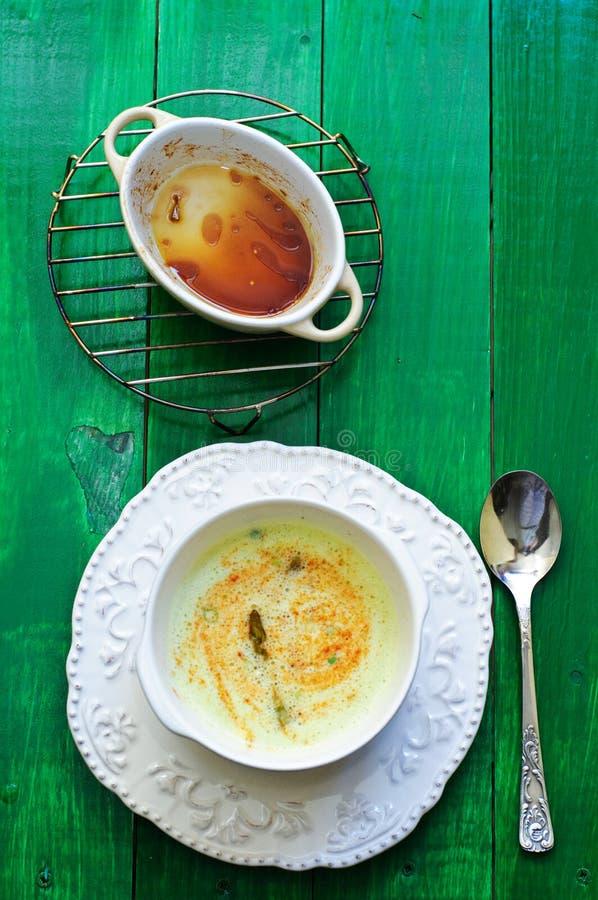 krämig soup för sparris royaltyfria foton