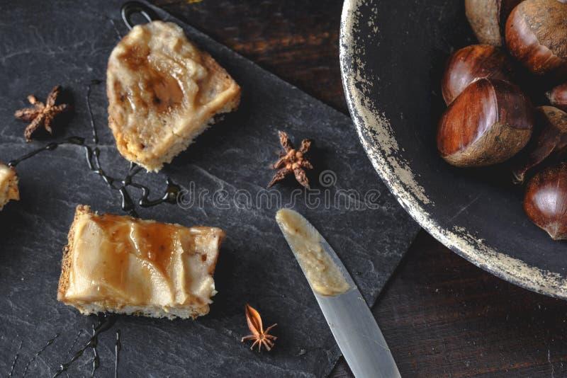 Krämrostade bröd för söt kastanj med rosmarinhonung- och anisstjärnor royaltyfri fotografi