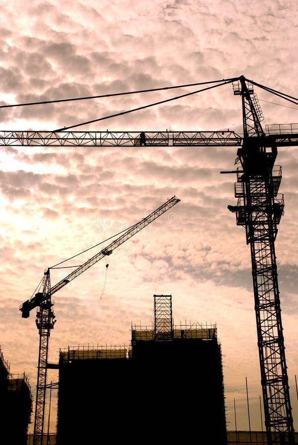 Kräne auf Baustelle stockfoto