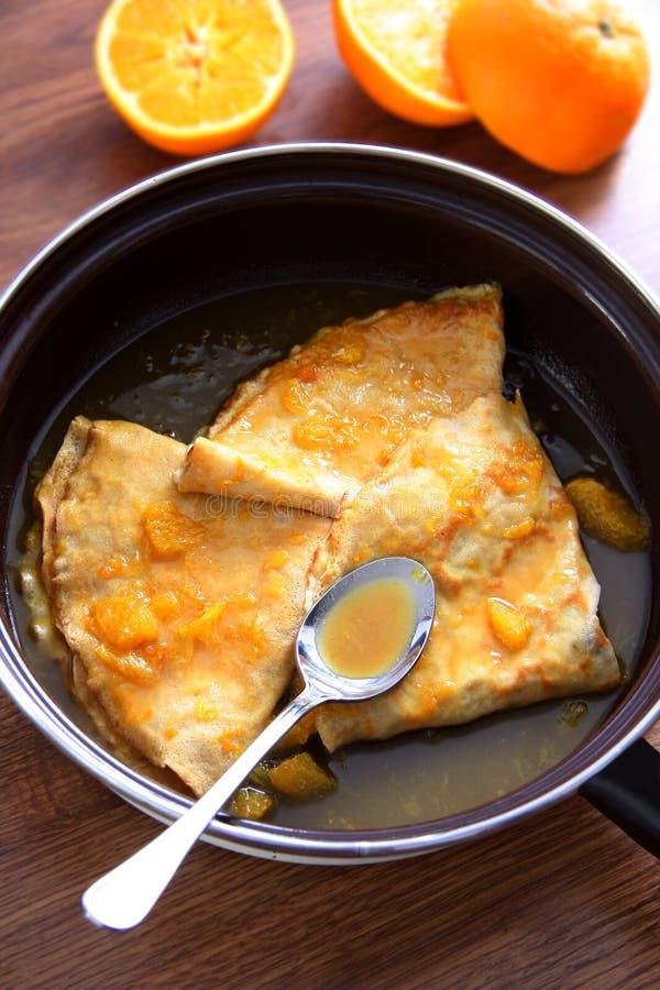 Kräppsuzette - pannkakor med orange sås arkivfoto