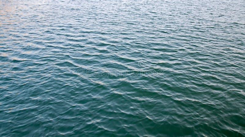 Kräuselungwasser-Oberflächenbeschaffenheit in Meer lizenzfreie stockfotos