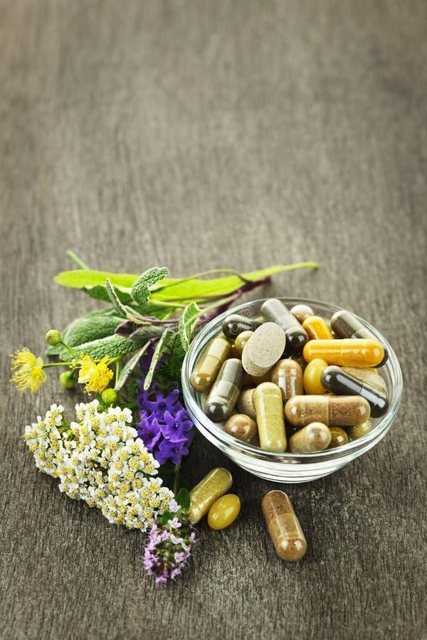 Kräutermedizin und Kräuter stockfoto