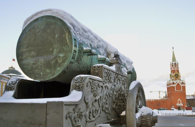 Królewiątka działa Tsar Pushka pokazywać w Moskwa Kremlin obraz royalty free