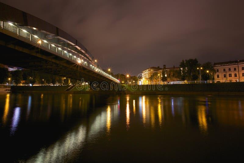 Królewiątka Mindaugas most przy nocą, Vilnius obraz royalty free