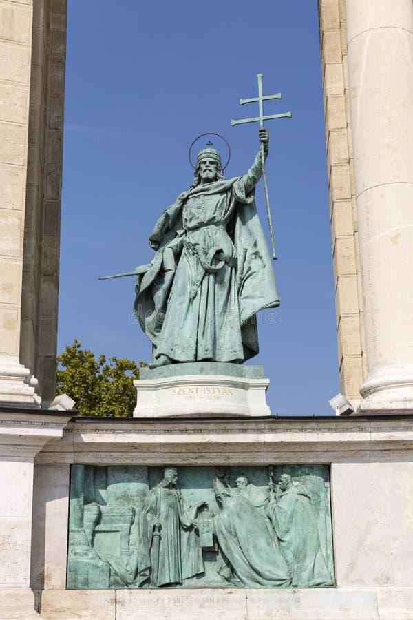 Królewiątko świętego Stephen statua Kolumnada bohatera kwadrat, Budapest, obrazy royalty free
