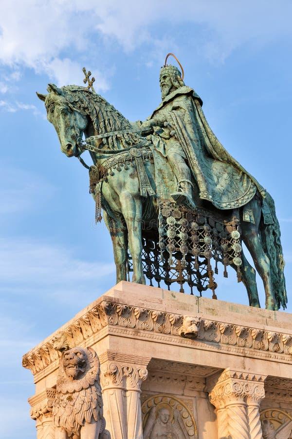 Królewiątko święty Stephen Ja statua w Buda kasztelu Budapest, Węgry obraz stock