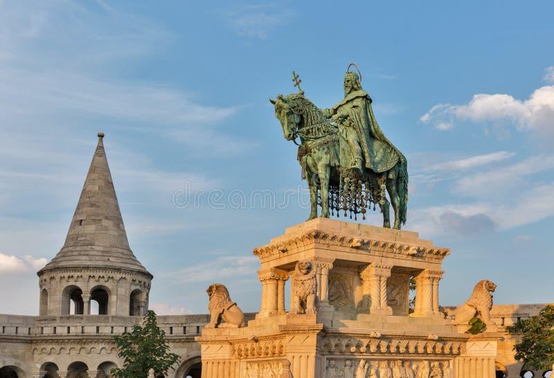 Królewiątko święty Stephen Ja statua w Buda kasztelu Budapest, Węgry obrazy royalty free