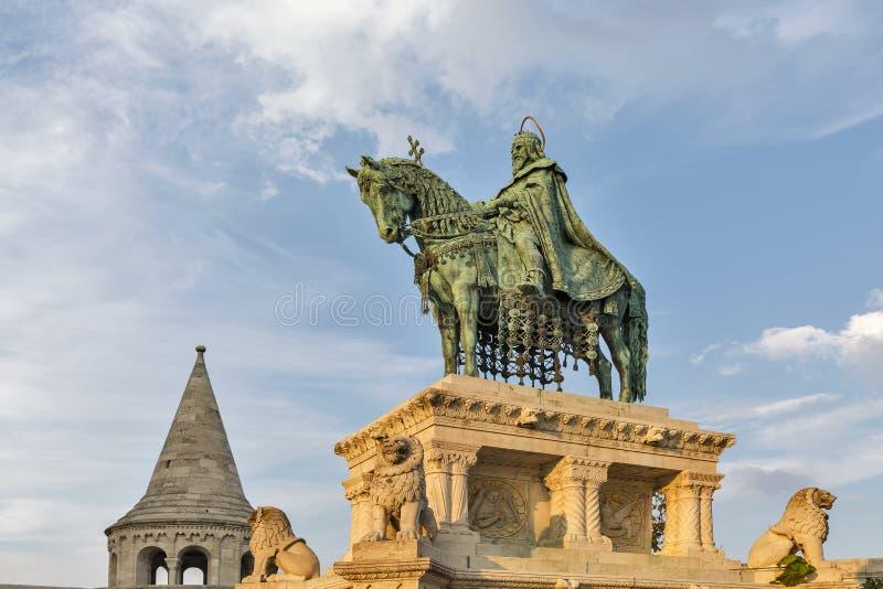 Królewiątko święty Stephen Ja statua w Buda kasztelu Budapest, Węgry obrazy stock