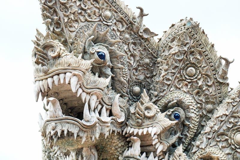 Królewiątko naga lub węża statua z nieba tłem obraz royalty free