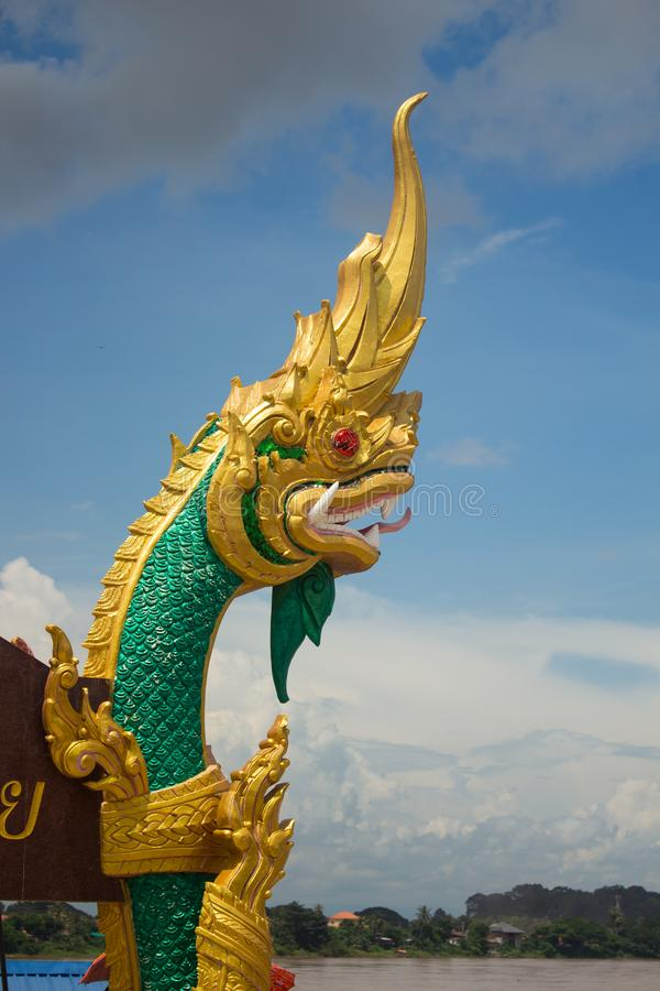 Królewiątko naga statua z złocistą dekoracją zdjęcie stock