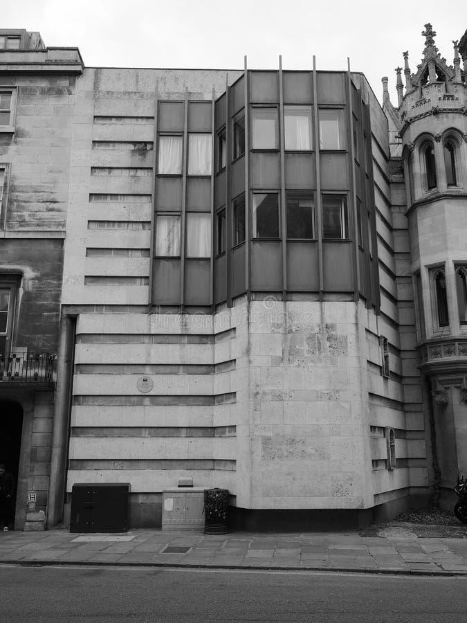 Królewiątko szkoły wyższej Keynes budynek w Cambridge w czarny i biały obrazy royalty free