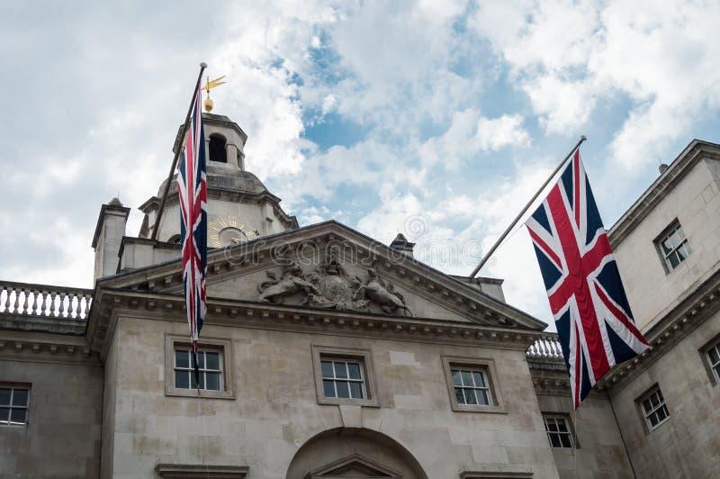 Królewscy Końscy strażnicy paradują przy admiralicja domem w Londyn fotografia royalty free