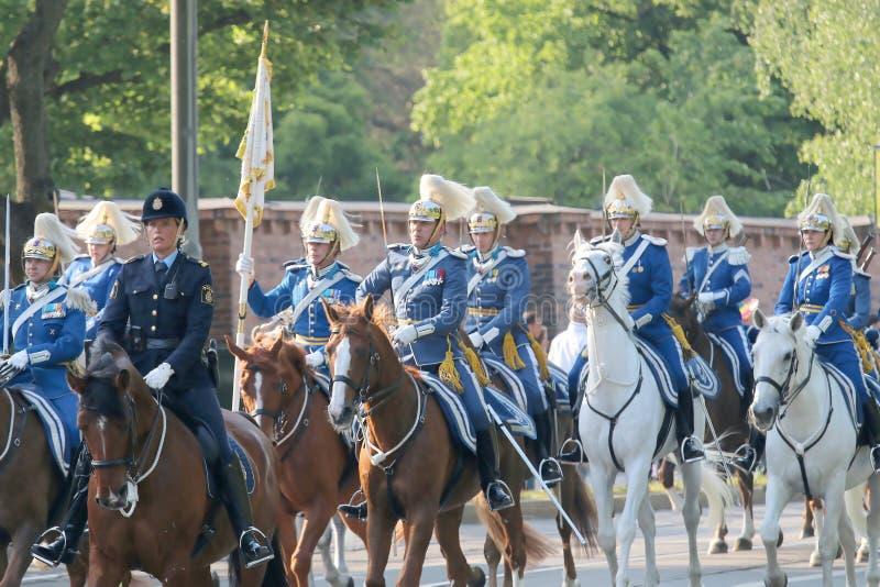 Królewscy strażnicy i policja na konia plecy obraz stock
