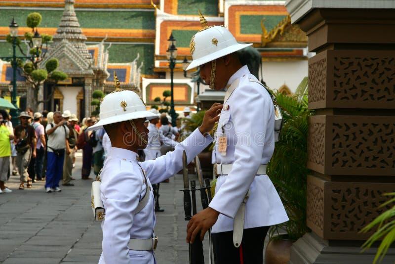 Królewscy strażnicy w Uroczystym pałac w Bangkok obraz stock