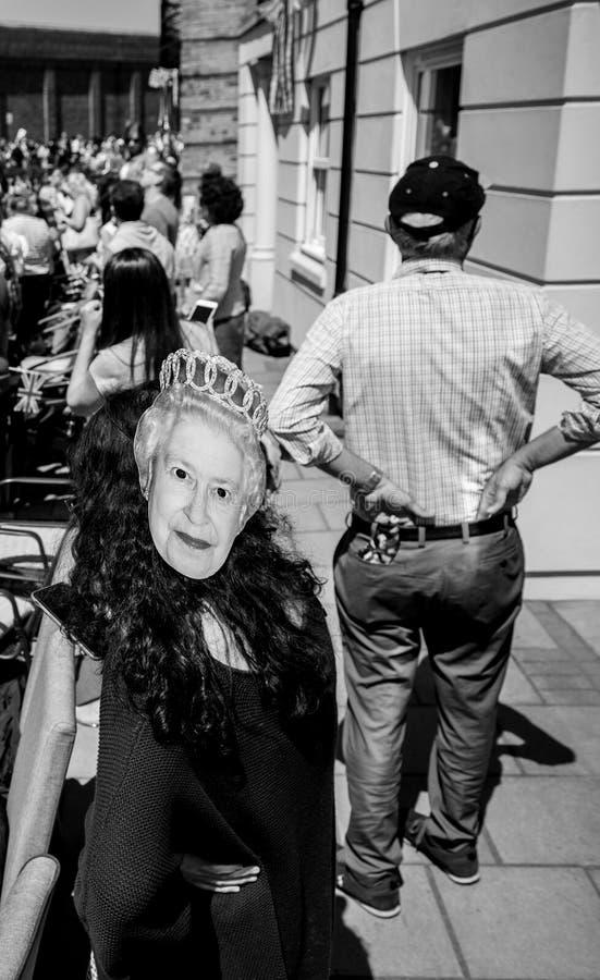 Królewska Ślubna atmosfera w Windsor Elisabeth II śmiesznej masce fotografia royalty free