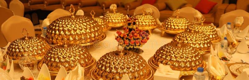 Królewski eleganci wesela stół z różnym cookery jedzenia przygotowania obrazy stock