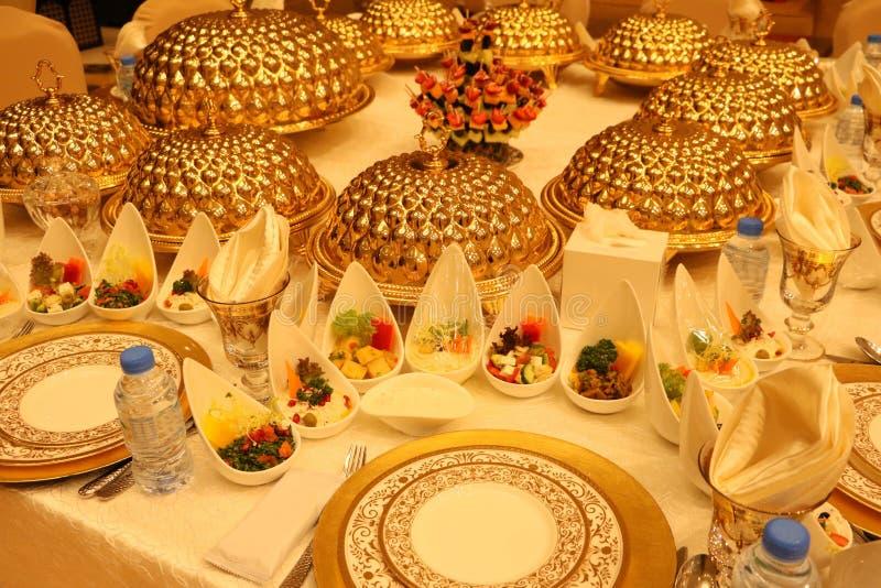 Królewski eleganci wesela stół z różnym cookery jedzenia przygotowania fotografia royalty free