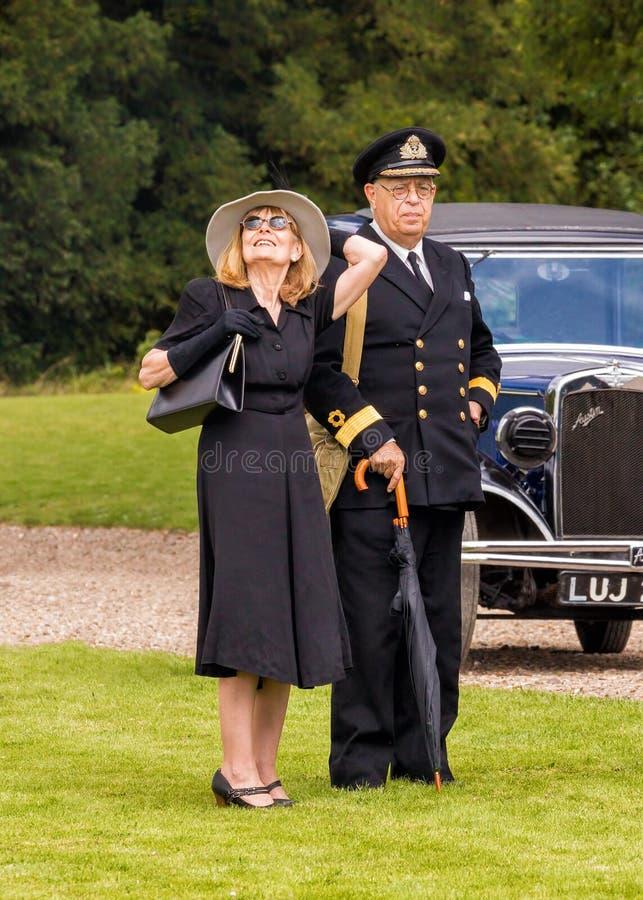 Królewski marynarka wojenna oficer, dama od WW2 i obraz royalty free