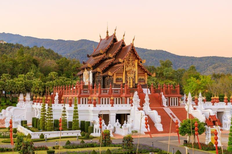 Królewskiego pawilonu Lanna stylu pawilon w Królewskim flory Rajapruek parka ogródzie botanicznym, Chiang Mai, Tajlandia (Ho Kum  fotografia stock