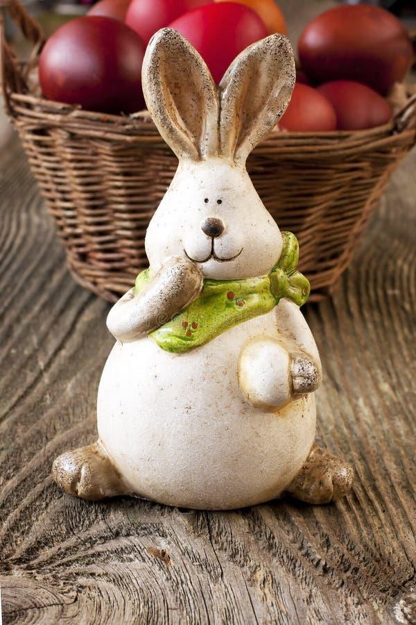 Download Królik wielkanoc jaj obraz stock. Obraz złożonej z ceramiczny - 53776797