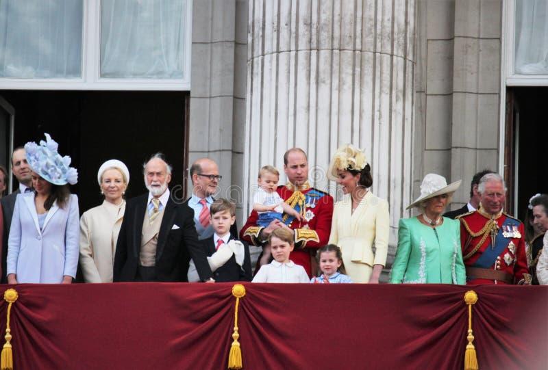 Królowa Elizabeth, Londyński uk, 8 2019 Czerwiec - królowa Elizabeth Gromadzi się colour rodziny królewskiej buckingham palace za obraz royalty free