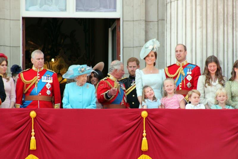 Królowa Elizabeth, Londyn, uk, 9th 2018 Czerwiec - Meghan Markle, książe Harry, książe George William, Charles, Kate Middleton &  zdjęcie royalty free