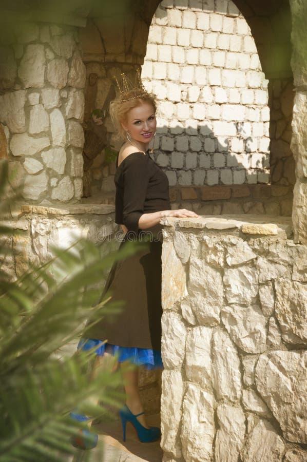 Królowa w czarnej sukni zdjęcia stock