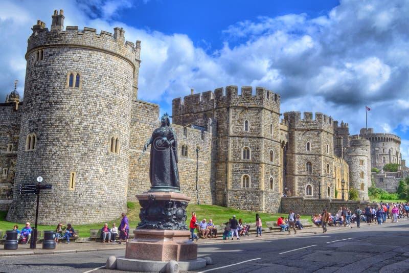 Królowej Wiktoria statua & Windsor kasztel obraz stock