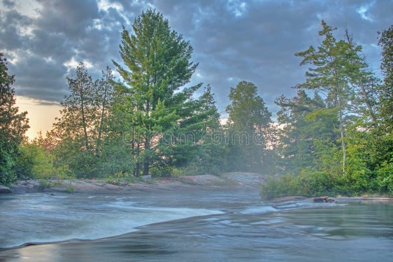 Krótka siklawa Tuż przed wschód słońca zdjęcie royalty free