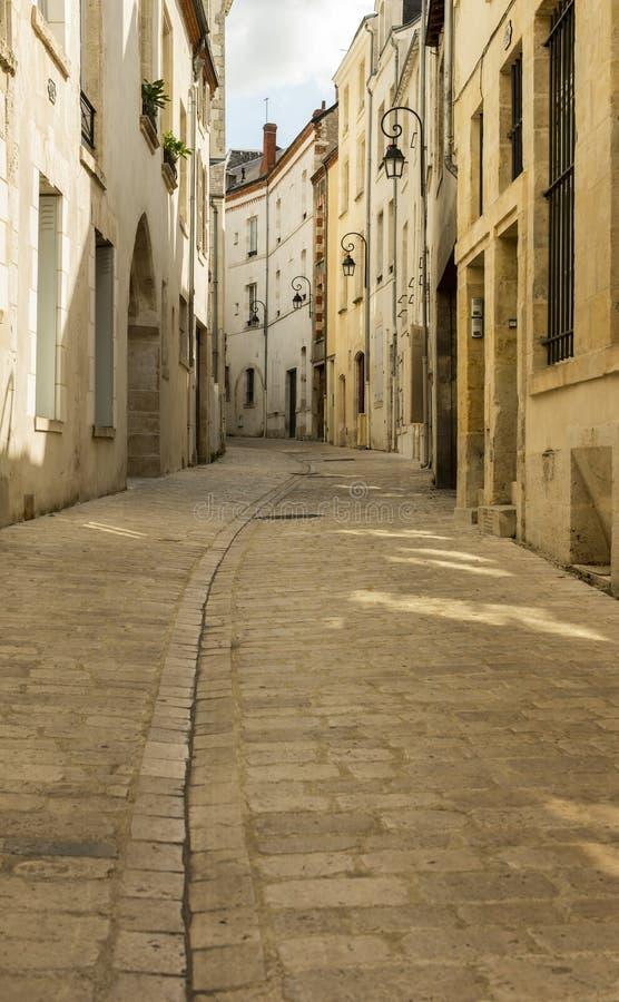 Krökt gränd i Orleans Frankrike fotografering för bildbyråer