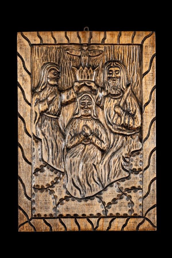Kröning av det lättrogna trät Bas Relief för oskuld royaltyfri foto