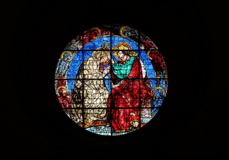 Krönung der Jungfrau durch Donatello, Buntglasfenster in den Cattedrale-Di Santa Maria del Fiore in Florenz lizenzfreies stockbild
