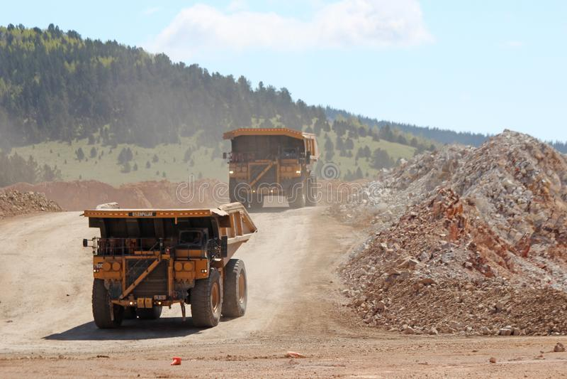 Krüppel-Nebenfluss u. Victor Gold Mine stockfoto