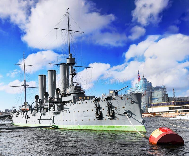 Krążownik w mieście Avrora Petersburg obraz royalty free