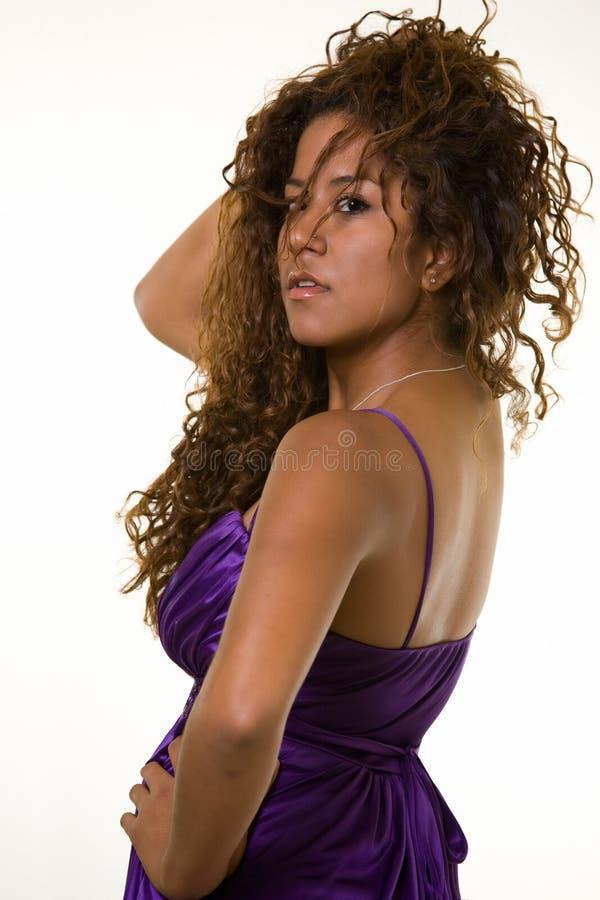 kręcone włosy długie kobieta zdjęcia royalty free