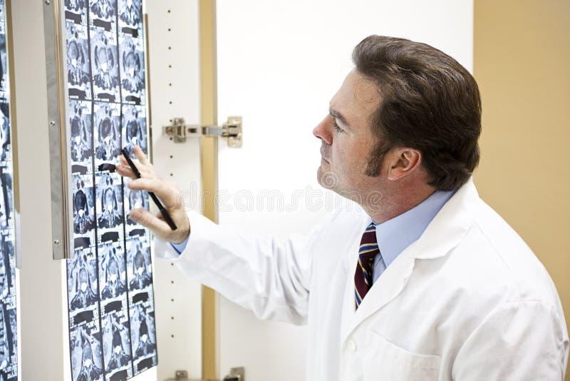 kręgarz egzamininuje obraz cyfrowy obrazy stock