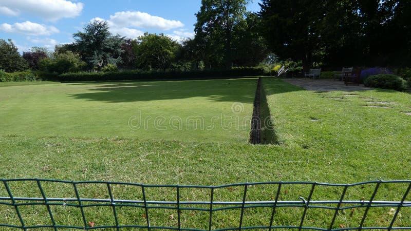 Kręgle zieleni ławki na letnim dniu w Anglia 1 fotografia royalty free