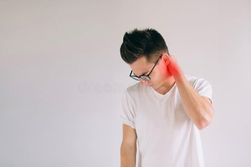 Kręgosłupa osteoporosis skolioza Rdzeni kręgowych problemy na mężczyzna ` s szyi obsługuje cierpienie od bólu odizolowywającego n obraz stock