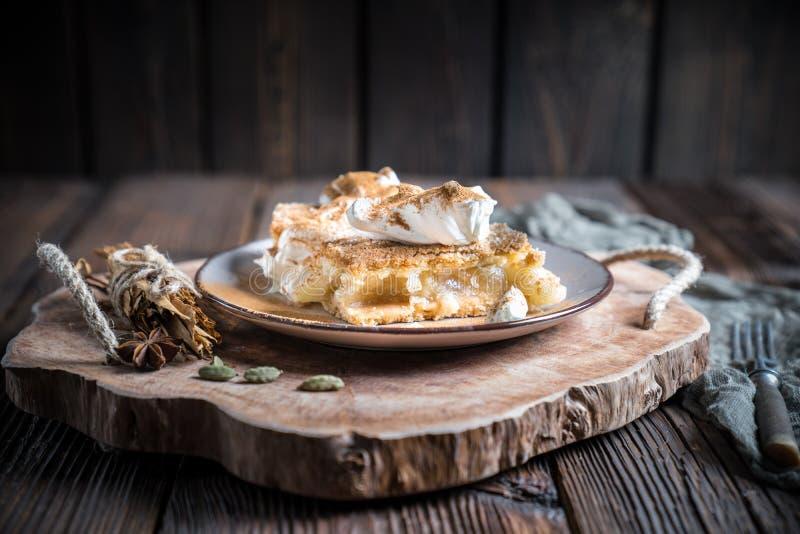kr?m- home gjord pie f?r ?pple fotografering för bildbyråer