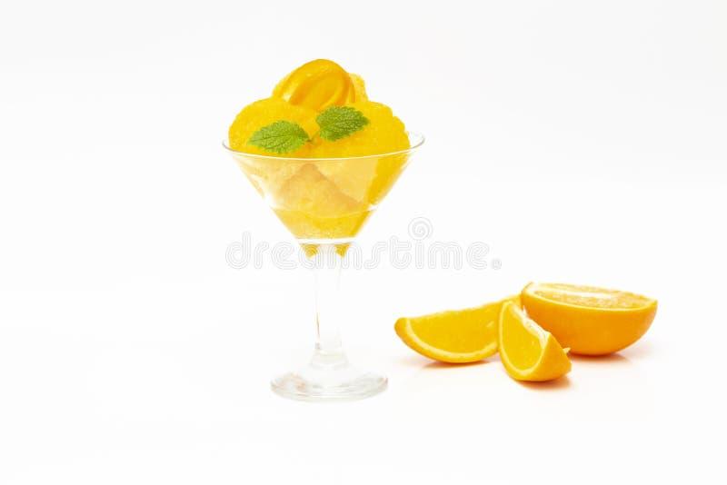 kr?m- isorange Orange sorbet för sommar med mintkaramellen och orange skivor royaltyfria foton