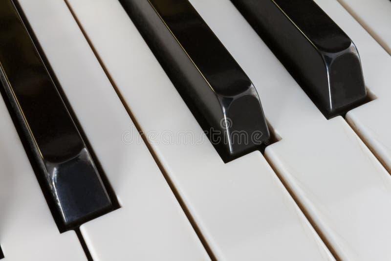 Krańcowy zakończenie pianino klucze od diagonalnej perspektywy fotografia stock