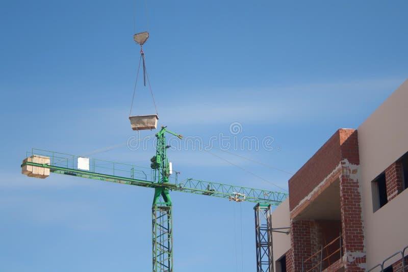 Kraan bij de bouwwerf stock afbeelding