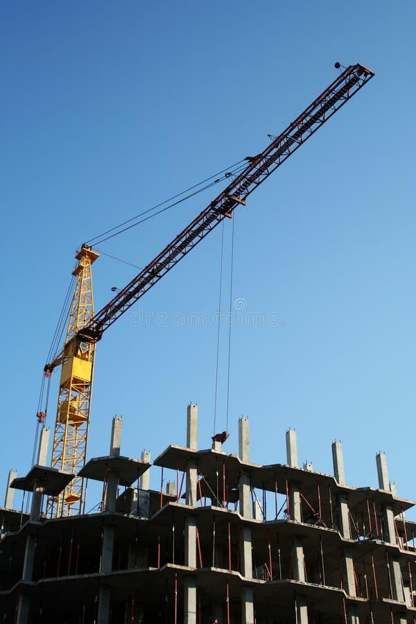 Kraan en de nieuwe bouw. stock afbeeldingen