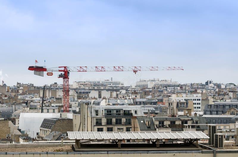 Kraanbouw met de horizon van Parijs stock foto