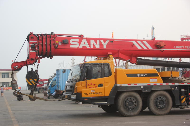 Kraanvrachtwagen door SANY bedrijfproductie stock foto