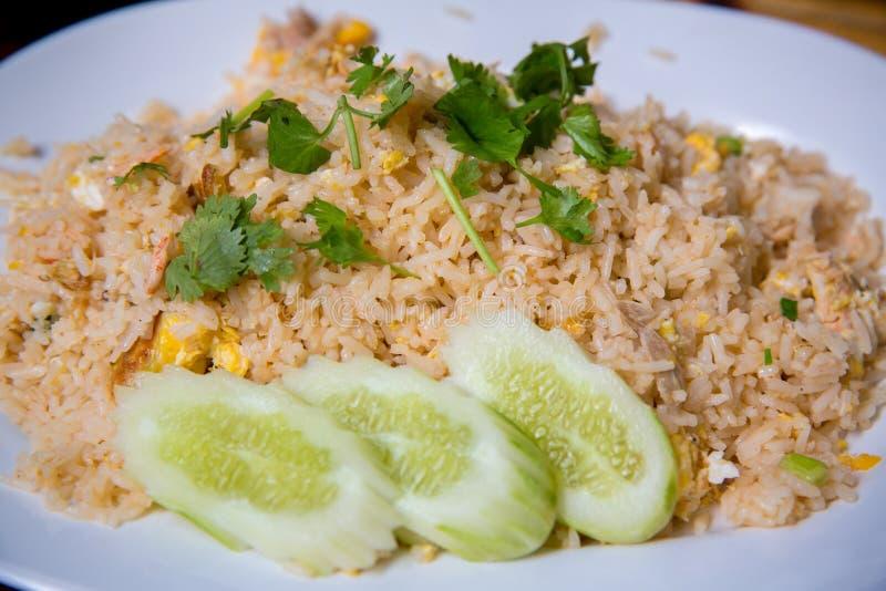 Kraba mięsa smażący ryż, Khao ochraniacz Poo Tajlandzki sławny uliczny jedzenie Tajlandzki poleca menu dla turysty zdjęcia royalty free