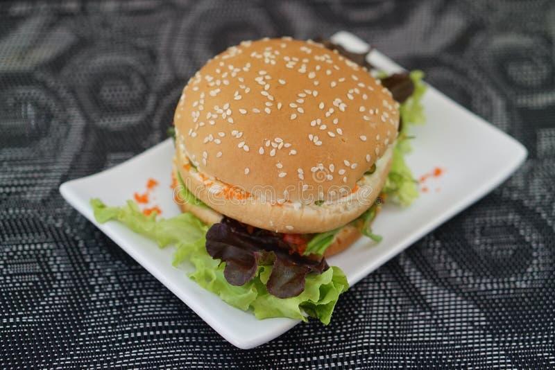 Krabbe und Alga Burger lizenzfreie stockbilder