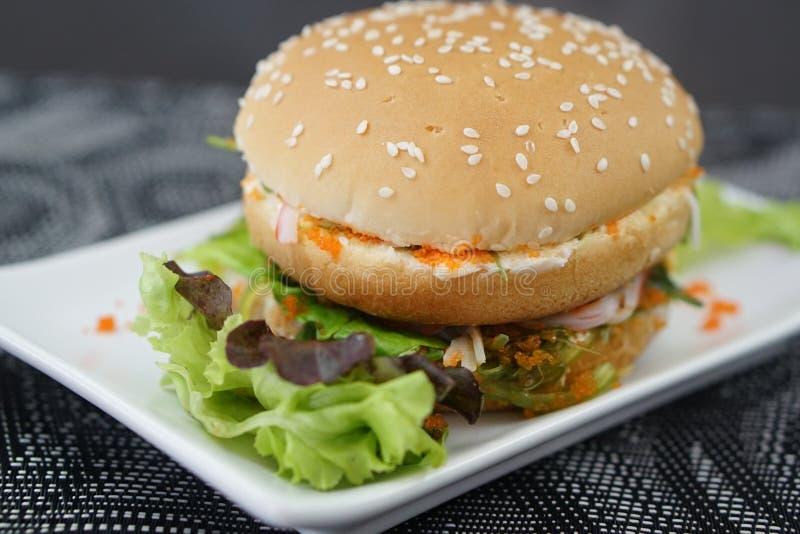Krabbe und Alga Burger stockbilder